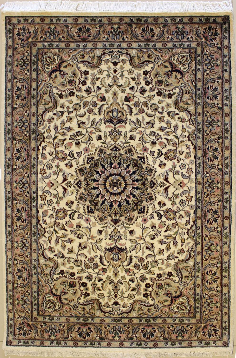"4'0""x6'2"" Pak Persian Design Ivory White Color"