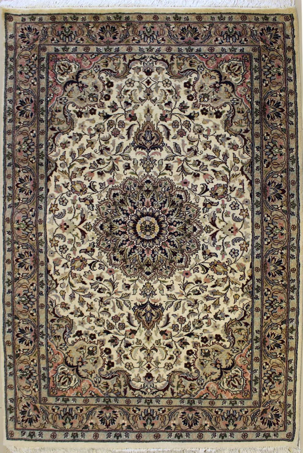 "4'1""x6'2"" Pak Persian Design Ivory White Color"