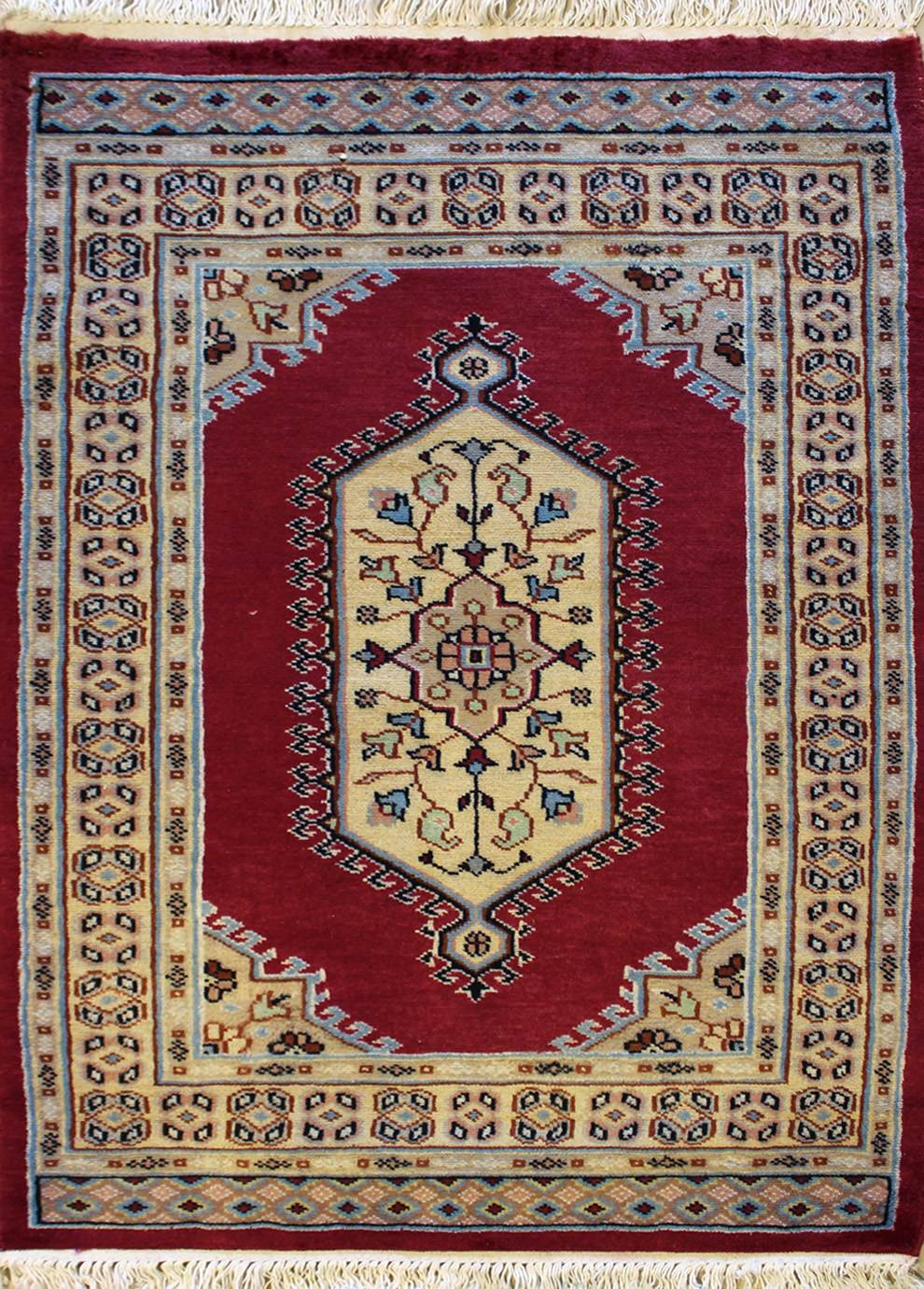 "2'6""x4'0"" Pak Medallion Red, Rust Color"
